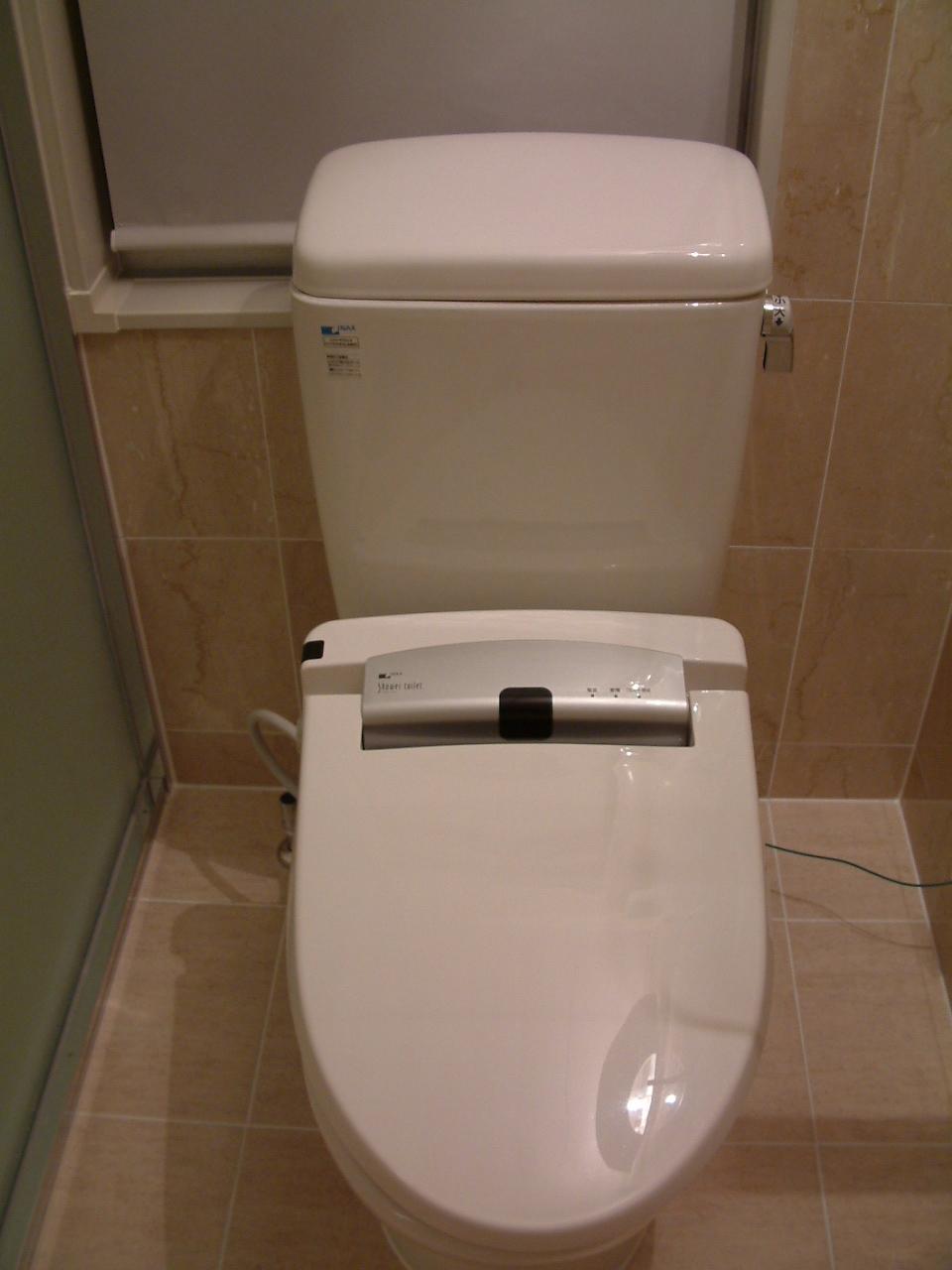 和式から一新!きれいな様式トイレに変身しました。