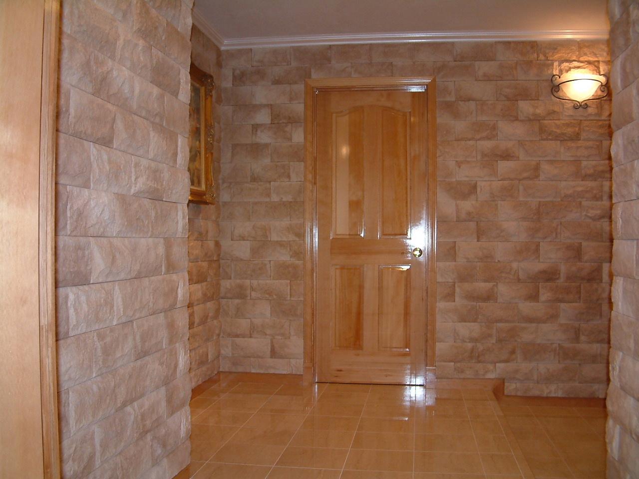 壁を変えるだけでゴージャスな空間に様変わり!